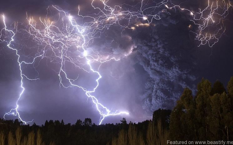 suburbanmen.com-volcanic-lightning-shows-natures-full-fury-20151004-17
